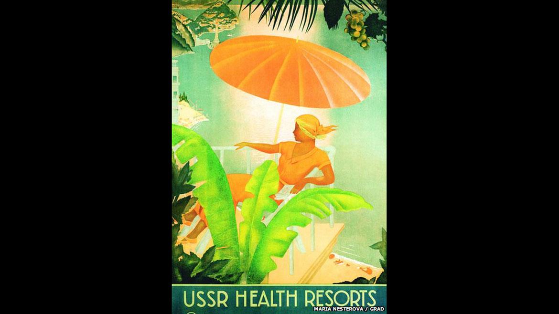 Mujeres vestidas con estilo, debajo de parasoles gigantes oa bordo de autos de lujo con sus cabellos al viento, fueron parte de laiconografía recurrente de los afiches de Intourist, que buscaban retratar unestilo de vida sosegado que no coincidía con la realidad soviética, opinó lacuradora