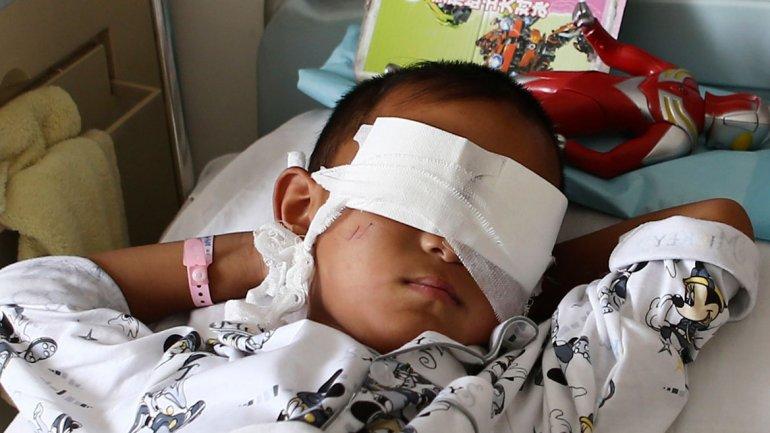 El niño de 6 años, luego de haber sido atendido en el hospital