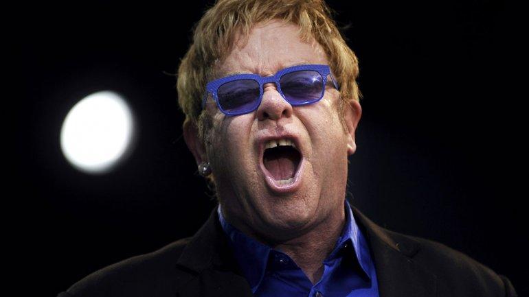 Ex guardaespaldas de Elton John lo acusó de acoso sexual y agresión
