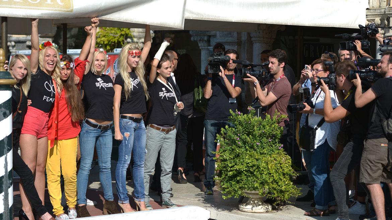El grupo feminista se mostró en topless en un encuentro conla prensa gráfica que cubre el festival