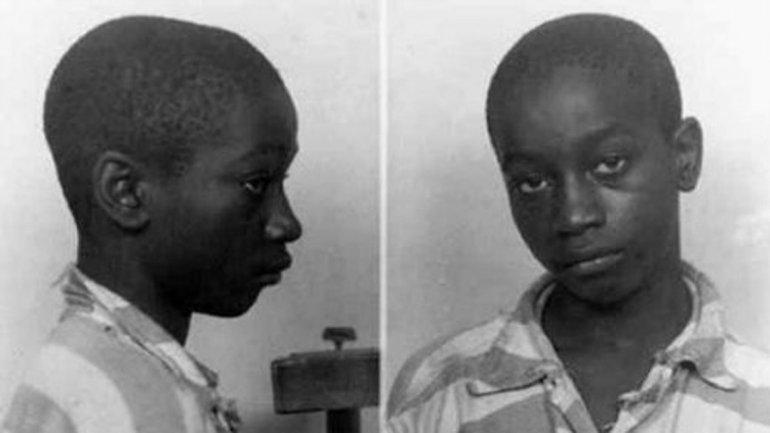 George Stinney. En junio de 1944, tenía 14 años y batió el record de ser la persona más joven en ser ejecutada en los Estados Unidos. Fue declarado culpable de las muertes de dos niñas llamadas Betty Jane Binnicker (11) y Mary Emma Thames (8).