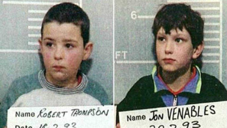 Jon Venables y Robert Thompson. Tenían 10 años cuando mataron de una forma despiadada a un niño de 2 años que habían secuestrado de un supermercado en Liverpool, Inglaterra, en 1990. Lo torturaron y dejaron su cuerpo en las vías del tren.