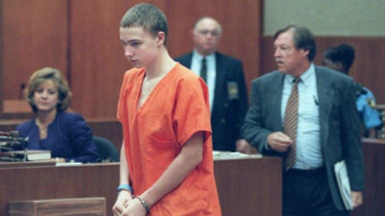Joshua Phillips. A los 14 años, asesinó a su vecina de 8 años, escondió el cadáver debajo de su cama y se unió a las brigadas de búsqueda para encontrar a la niña. La brutalidad del crimen hizo que lo condenaran a cadena perpetua.