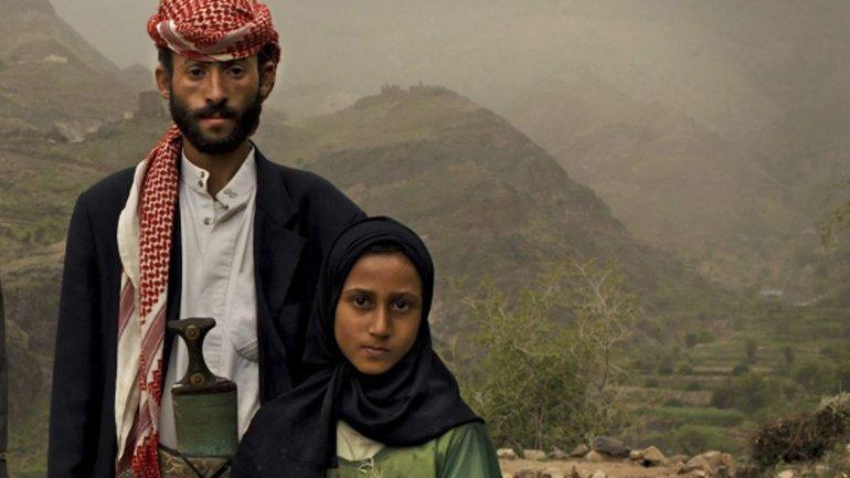 Foto galardonada de National Geographic de 2011 que retrata las bodas arregladas en Yemen. Casi la mitad de las mujeres del país se casaron cuando eran niñas