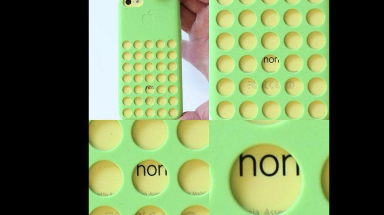 Un internauta ingenioso asegura que a través de uno de los orificios de la carcasa del iPhone, Apple recomienda NO comprar este móvil