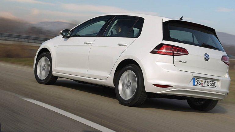 Volkswagen e-Golf: es la versión eléctrica del nuevoGolf. Cuenta con un motor eléctrico que desarrolla 115 CV de potencia máxima (85,76 kW) y un par motor