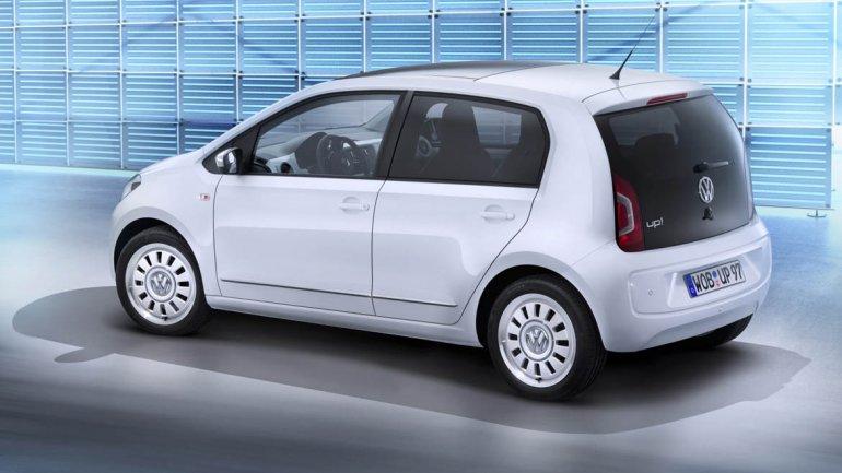 Volkswagen Up: es la tercera versión de la gama New Small Family (NSF) y puede alcanzar una velocidad máxima de 135 km/h. La batería es de iones de litio y tiene una capacidad de 18,7 kWh. Ofrece una autonomía máxima de 150 km y sólo necesita de 30 minuto