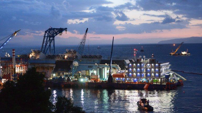 Es la primera vez que la ingeniería se enfrenta a un reto de estas magnitudes debido al gran peso del crucero y su posición.