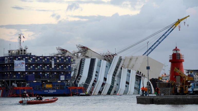 Uno de los responsables del proyecto, Sergio Girotto, informó de que todo está funcionando perfectamente, que se comenzó a tirar con una fuerza de 700 toneladas y que se prevé que la operación dure cerca de 12 horas.