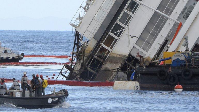 Los cadáveres de dos de ellos nunca fueron hallados y se supone que podrían estar debajo de los restos del naufragio.
