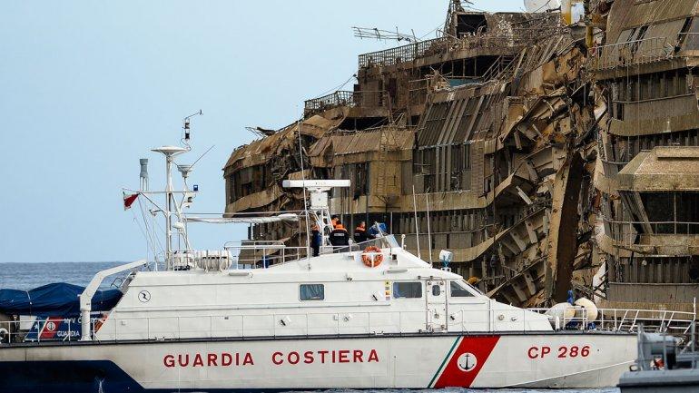 Con el toque de las sirenas se anunció que la operación había sido un éxito, a pesar de que duró19 horas, algunas másde lo previsto.