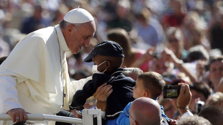 """Francisco criticó a una Iglesia """"obsesionada"""" sólo con el aborto y el matrimonio gay"""