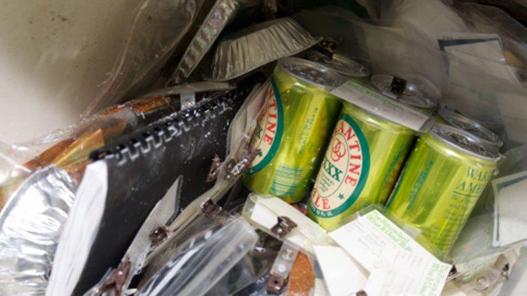 El pack de seis cervezas que fue enterrado