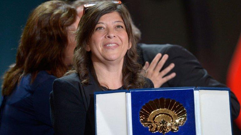 Mariana Rondón al recibir la Concha de Oro en San Sebastián