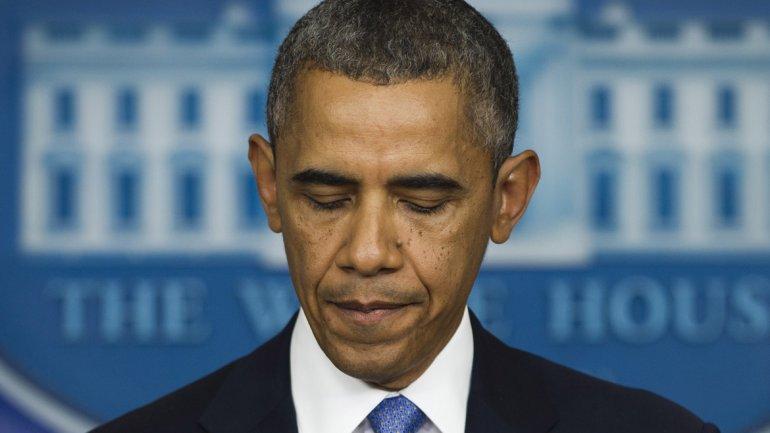 El presidente Barack Obama busca solucionar para sobrellevar el momento más difícil desde su asunción