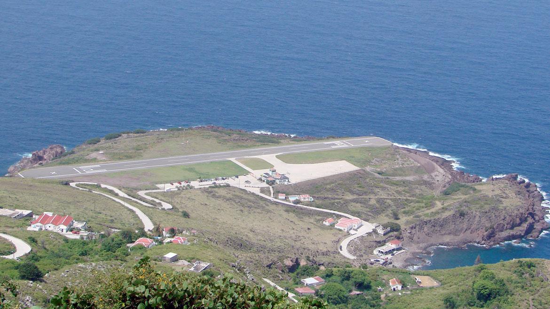 Aeropuerto Juancho E. Yrausquin, Saba. Esta pista situada en otra isla caribeña es una de las más cortas del mundo. Los últimos metros son bajo el mar