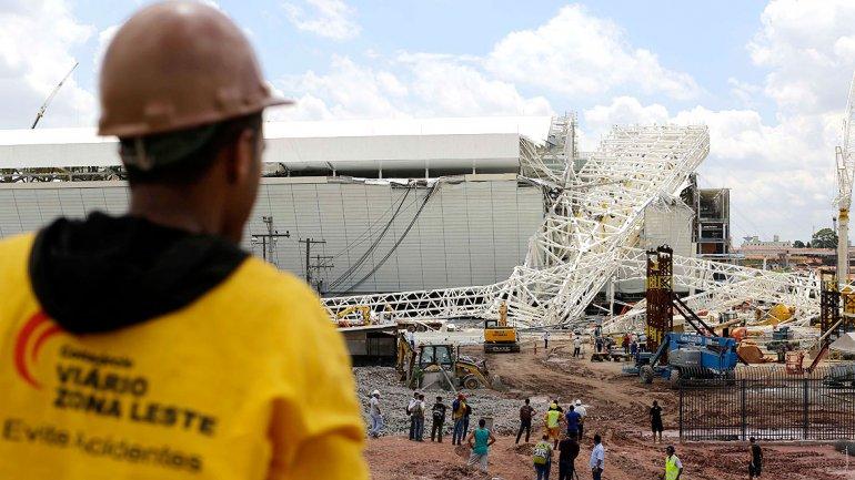 Obreros de los estadios del Mundial de Brasil 2014 anuncian huelga por muertes laborales