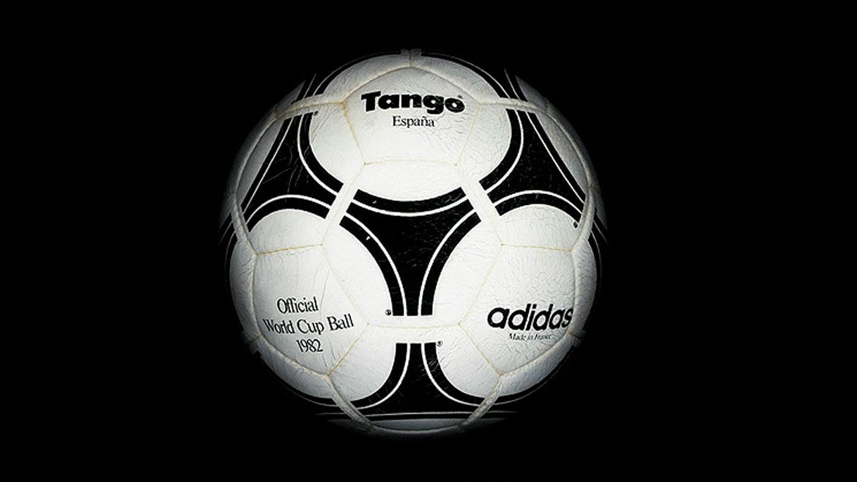 España 1982:Fue la última bola totalmente de cuero usada en Copas del Mundo. La Tango España resistía al agua, pero tuvo problemas de costura durante algunos partidos.