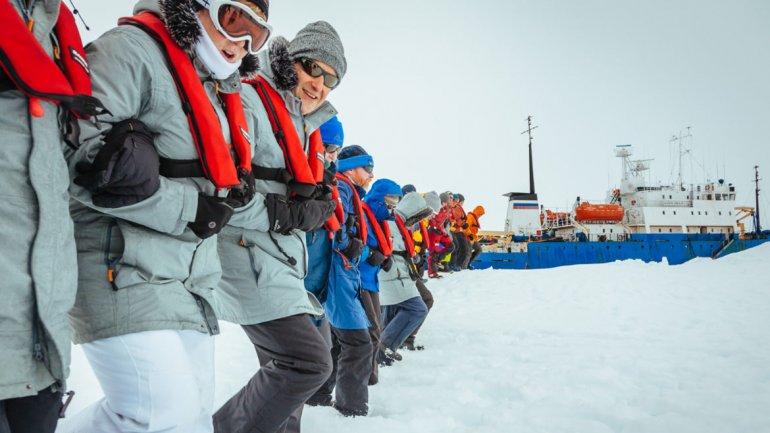 Hace más de unas semana que el buque está bloqueado en la Antártida.