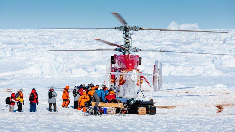 Rescataron por vía aérea a los pasajeros del buque ruso varado en la Antártida.