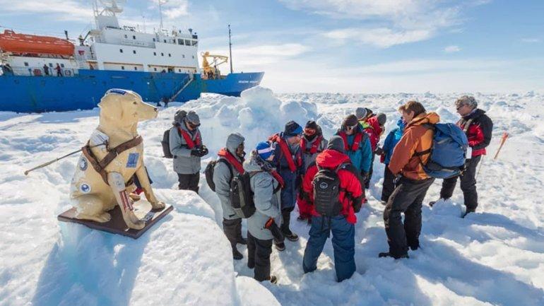 Rescate de los pasajeros del buque varado en la Antártida