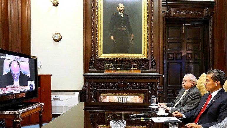 Humala esperó la noticia en su despacho acompañado de sus asesores