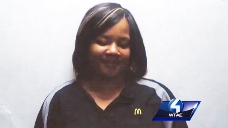Shantia Dennis, la empleada que fue descubierta vendiendo heroína