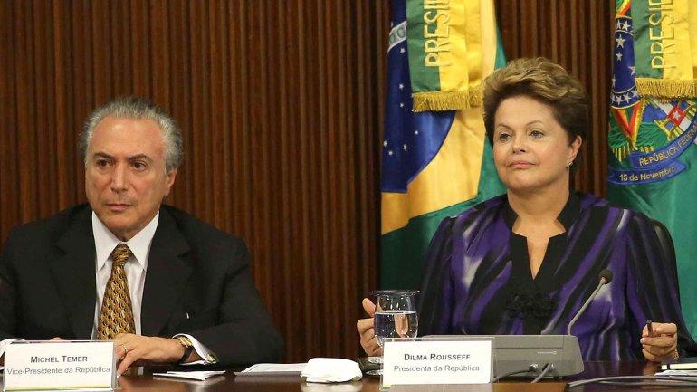 Dilma Rousseff, del Partido de los Trabajadores, junto al vicepresidente de Brasil, del PMDB