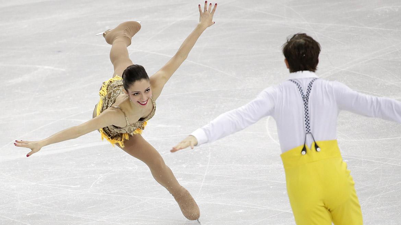 Stefania Berton compite junto a Ondrej Hotarek en la prueba de patinaje artístico.