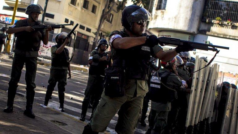 La policía bolivariana utilizó armas largas y cortas para reprimir a los manifestantes