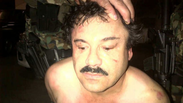 New York Times publicó esta foto de la captura de Guzmán, atribuida a un oficial de la ley