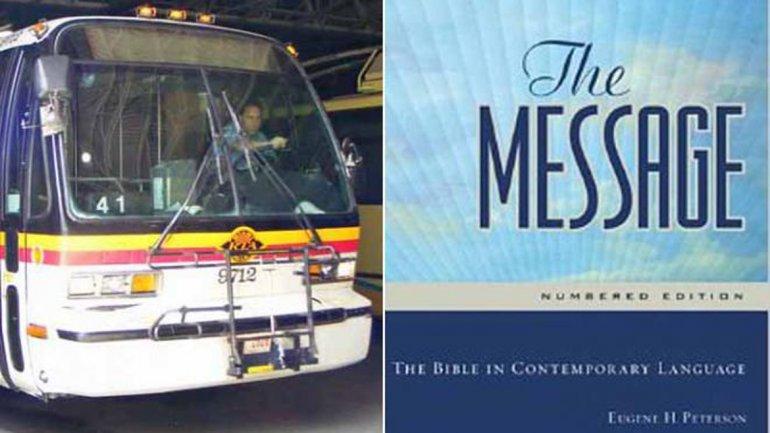 El conductor en su ómnibus, y la portada del libro que lo salvó