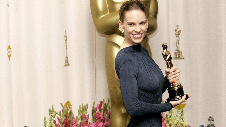 Hilary Swank fue nominada dos veces como mejor actriz y resultó galardonada en ambas oportunidades. En 1999, por Boys Dont Cry, y en 2004, por Million Dollar Baby. También recibió dos Globos de Oro y un premio del Sindicato de Actores (SAG)