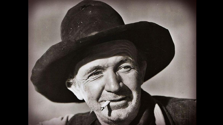 El estadounidense Walter Brennan, fallecido en 1974,fue ganador de tres Oscar al mejor rol secundario, por Rivales (1936), Kentucky (1938) y El Forastero (1940). Fue el primer actor en obtener tres premios de la Academia