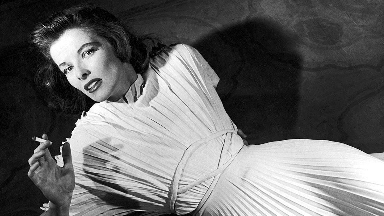 La fallecida Katharine Hepburnesla única artista en la historia de la Academia que ganó cuatro premios Oscar como mejor actriz principal: Gloria de un día (1933), Guess Whos Coming to Dinner(1967), El león en invierno (1968) y On Golden Pond (1981)