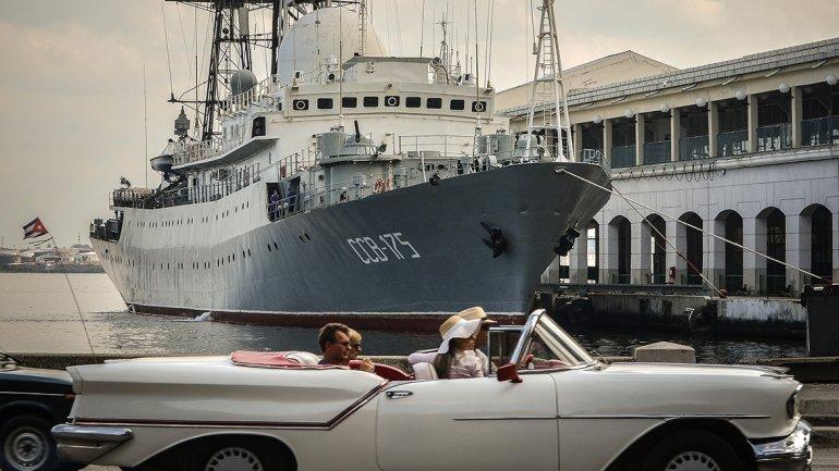 Imagen del buque de inteligencia ruso Vikton Leonov, anclado en el puerto de cruceros de La Habana