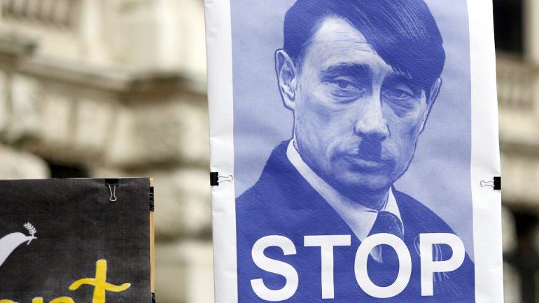 Viena, Austria: al igual que Clinton, manifestaciones en toda Europa compararon a Putin con Adolf Hitler