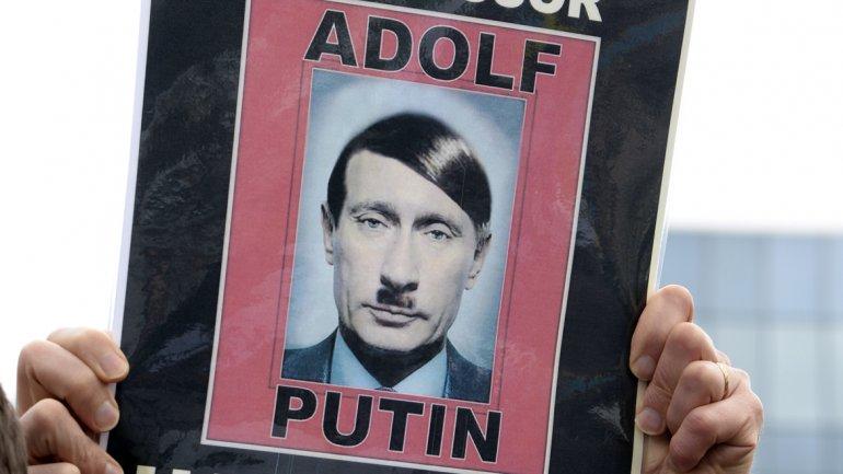 Bruselas, Bélgica:al igual que Clinton, manifestaciones en toda Europacompararon a Putin con Adolf Hitler