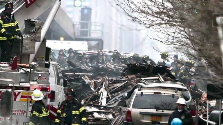 Al anochecer del miércolescuadrillas de rescate finalmente comenzaron a buscar a posibles víctimas
