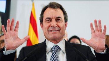 Artur Mas, presidente de la Generalitat de Cataluña, le cedió su lugar aCarles Puigdemont