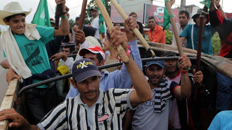 Miles de campesinos se movilizan en Asunción en reclamo de ajustes salariales