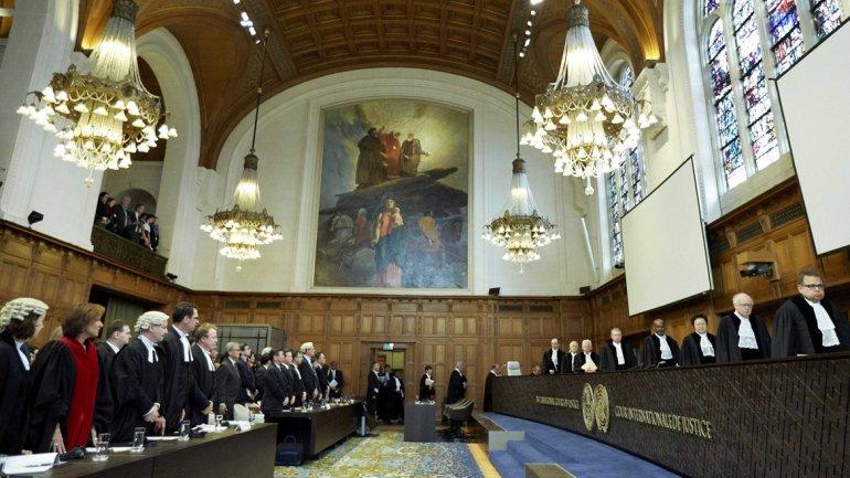 La Corte Internacional de Justicia lee en La haya el fallo contra la caza de ballenas por parte de Japón.