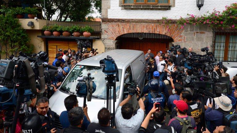 Decenas de periodistas aguardaban en la puerta de la casa de Gabo