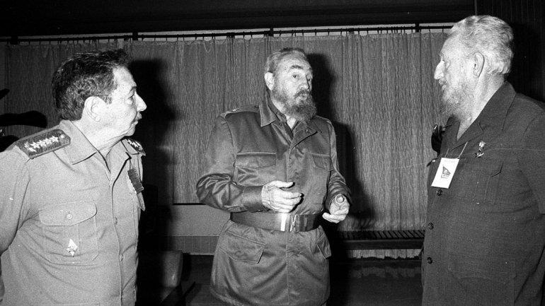 Fidel, Raúl y Ramón Castro, abril de 1996.<br>