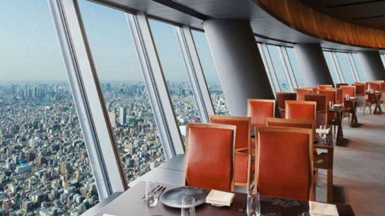 Los restaurantes con las mejores vistas del mundo taringa for Hotel con piso de vidrio sobre el mar