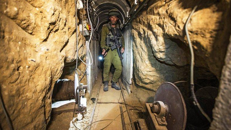 El uso de túneles en Gaza empezó aproximadamente hace una década y  media, en la frontera con Egipto, para pasar a escondidas armas hacia la  Franja evitando los controles de las Fuerzas de Defensa de Israel
