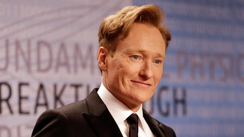 El comediante Conan OBrien se graduó en 1985 en Historia. Fue presidente de la revista de The Harvard Lampoon dos veces