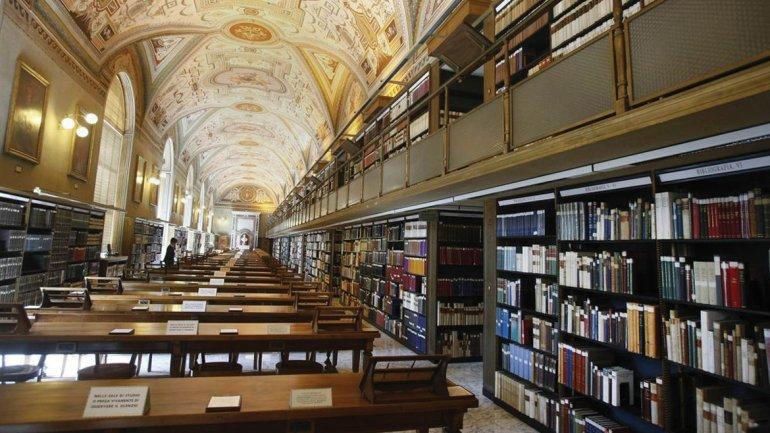 La biblioteca del Vaticano, una de las más nutridas del mundo. ¿Cuánto tiempo le llevaría leer todos estos libros con la técnica de Michael Jiménez?