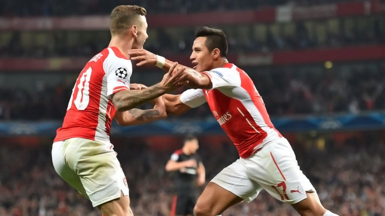 Alexis clasificó al Arsenal a la fase de grupos de la Champions