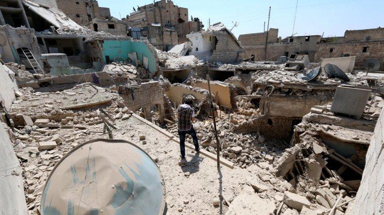 El Estado Islámico usa potentes bombas de racimo para atacar a la población civil en Siria